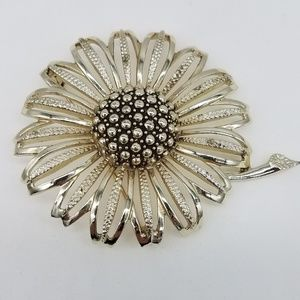 SARAH COVENTRY FLOWER BROOCH VINTAGE GOLD TONED